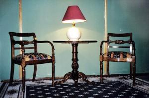 Sitiales adams con mesa lateral redonda